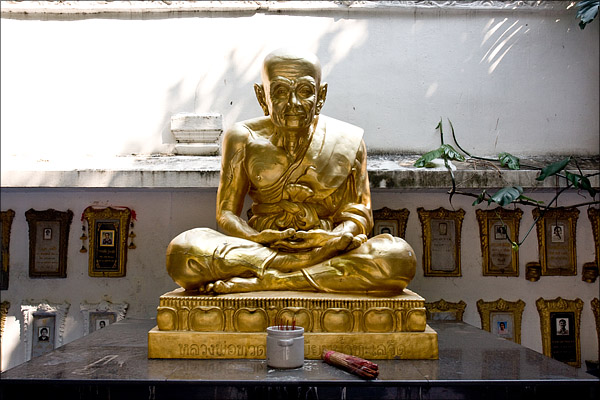 An impressive statue at the four Buddha temple.