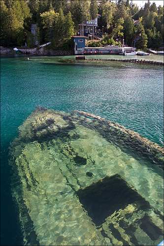 A wreck in the Big Tub harbour.