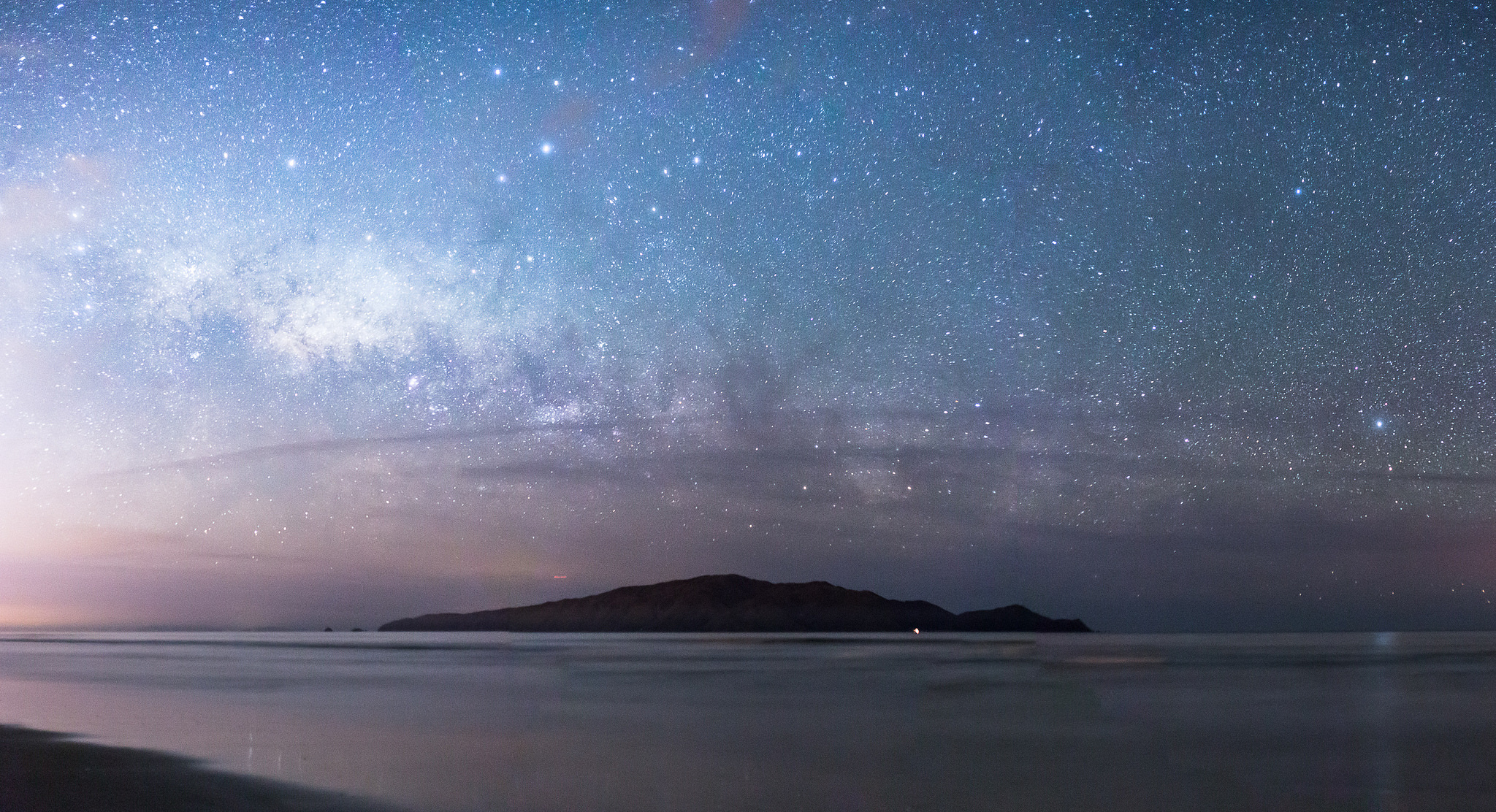 Viewing the milky way and Kapiti Island from Peka Peak beach
