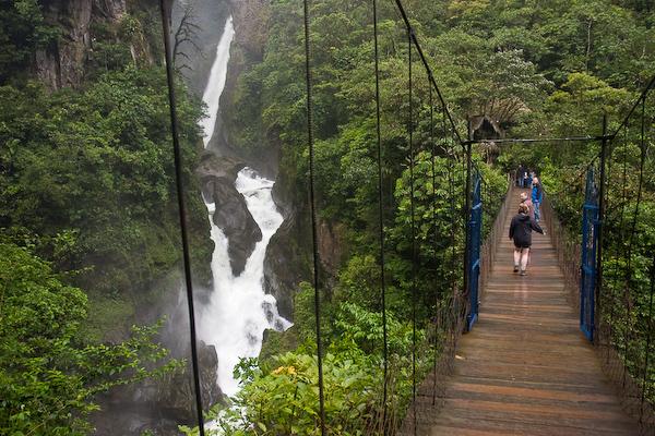 The bridge and Diablo Waterfall