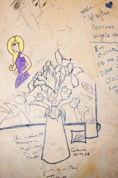 The walls of the cafe were covered with graffiti