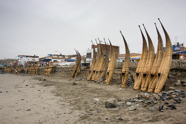 Caballitos de Totora lined up on the beach
