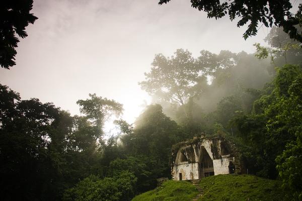 The mist fading away from Templo de la Cruz Foliada