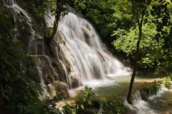 The pretty waterfall which enters in to what may be El Baño de la Reina (the bathing pool of the Queen)