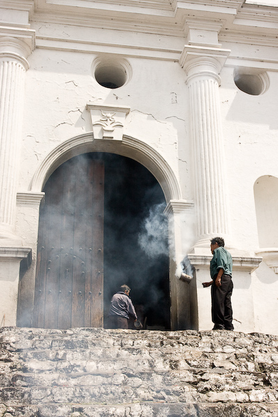 Incense outside Iglesia de Santo Thomãs.